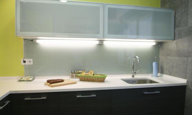 Iluminar la zona de trabajo en tu cocina el blog de - Luces para muebles de cocina ...